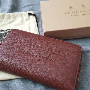 Burberry Womens Embossed Leather Zip Around Wallet